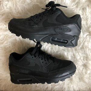 Nike air max's black on black